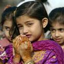 Pakistanietė meldžiasi