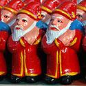 Kalėdų Senelių skulptūrėlės Indijos turguje
