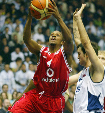 "Tyus Edney (""Olympiacos"")"
