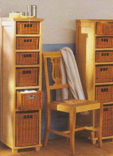 Stelažas su pintais stalčiais