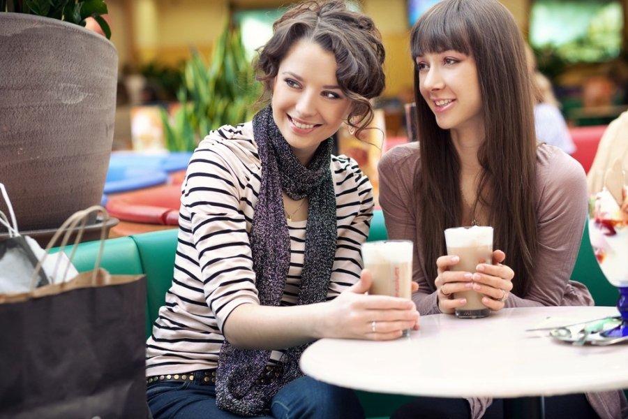 как намекнуть знакомой девушке жестами и взглядом