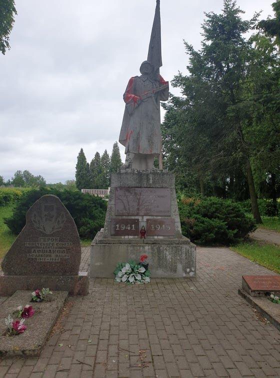 Mayor of Kedainiai District calls defacing of Soviet monument hooliganism