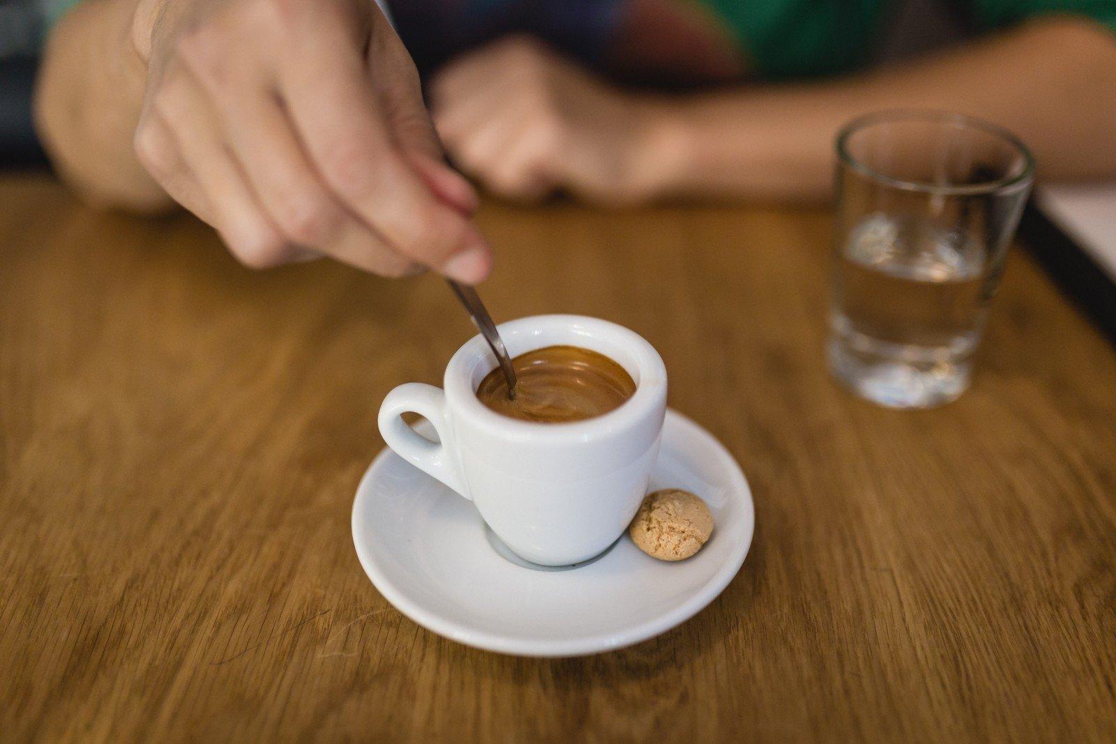 vienas puodelis kavos svorio