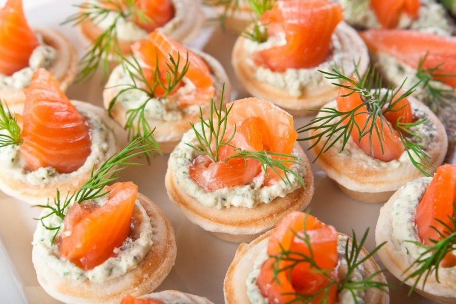 Канапе на праздничный стол рецепты с красной рыбой 5
