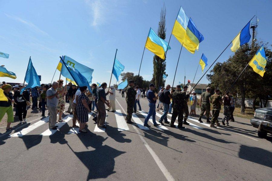 Русские оккупанты заблокировали пропуск людей иавто наадмингранице сКрымом