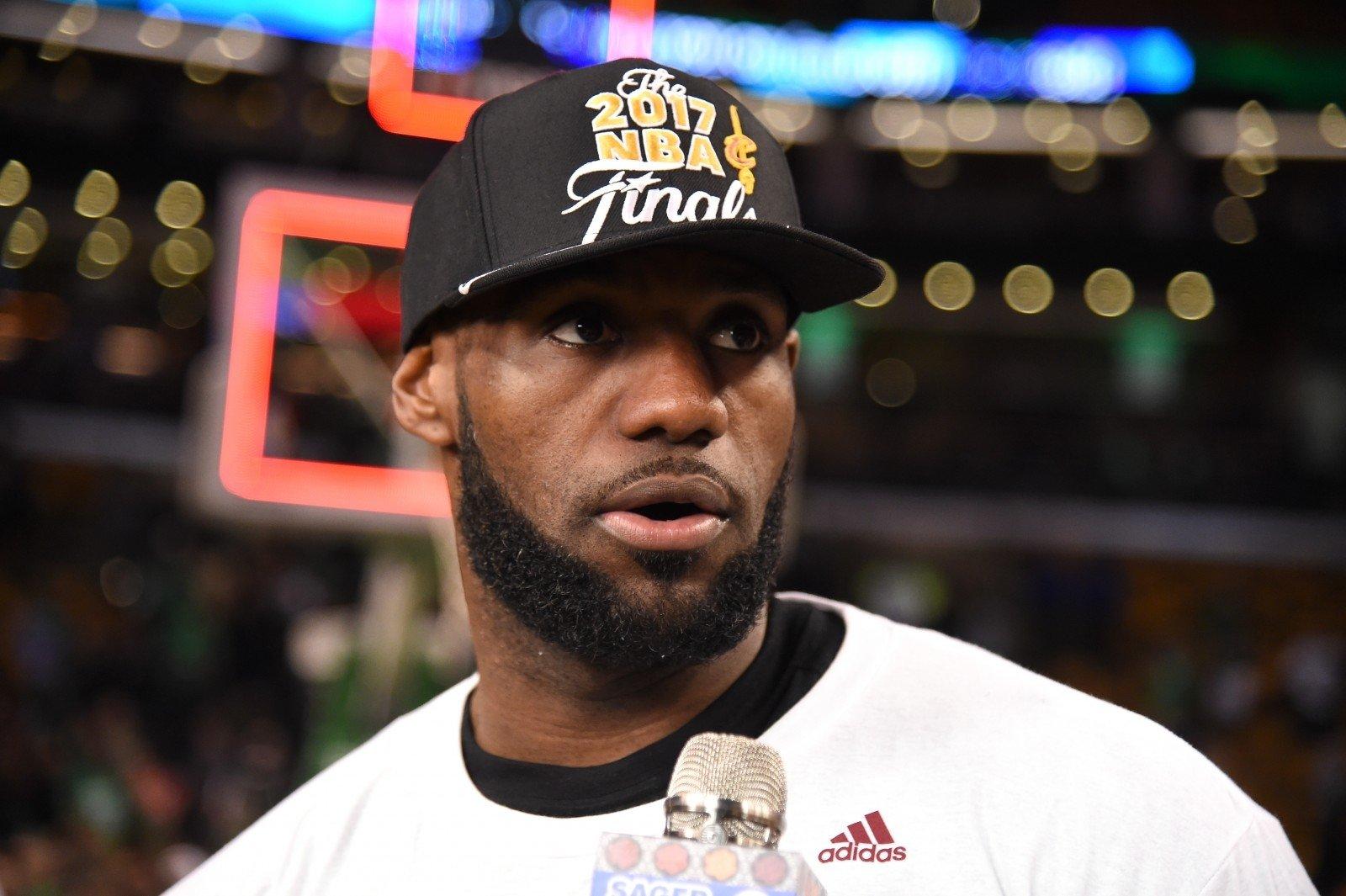 Баскетболист Леброн Джеймс: быть чернокожим вСША тяжело