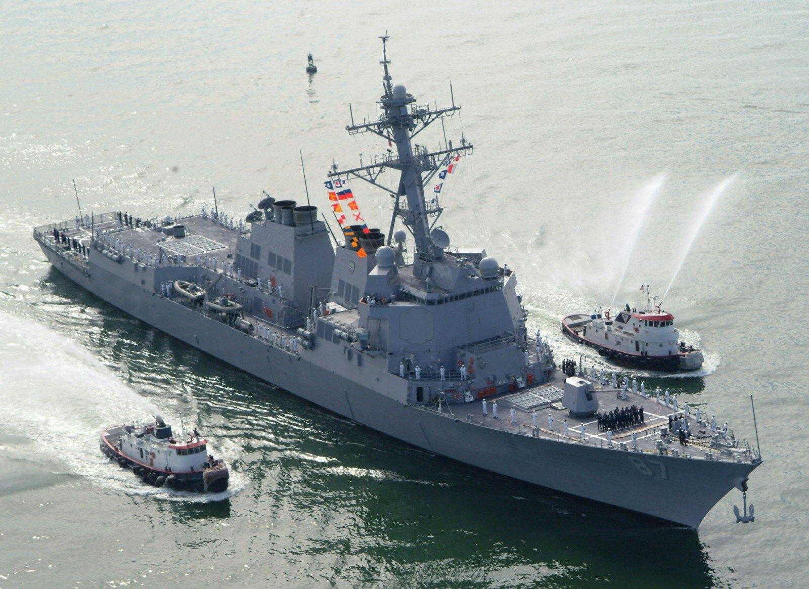Йеменские повстанцы обстреляли ракетами американский эсминец