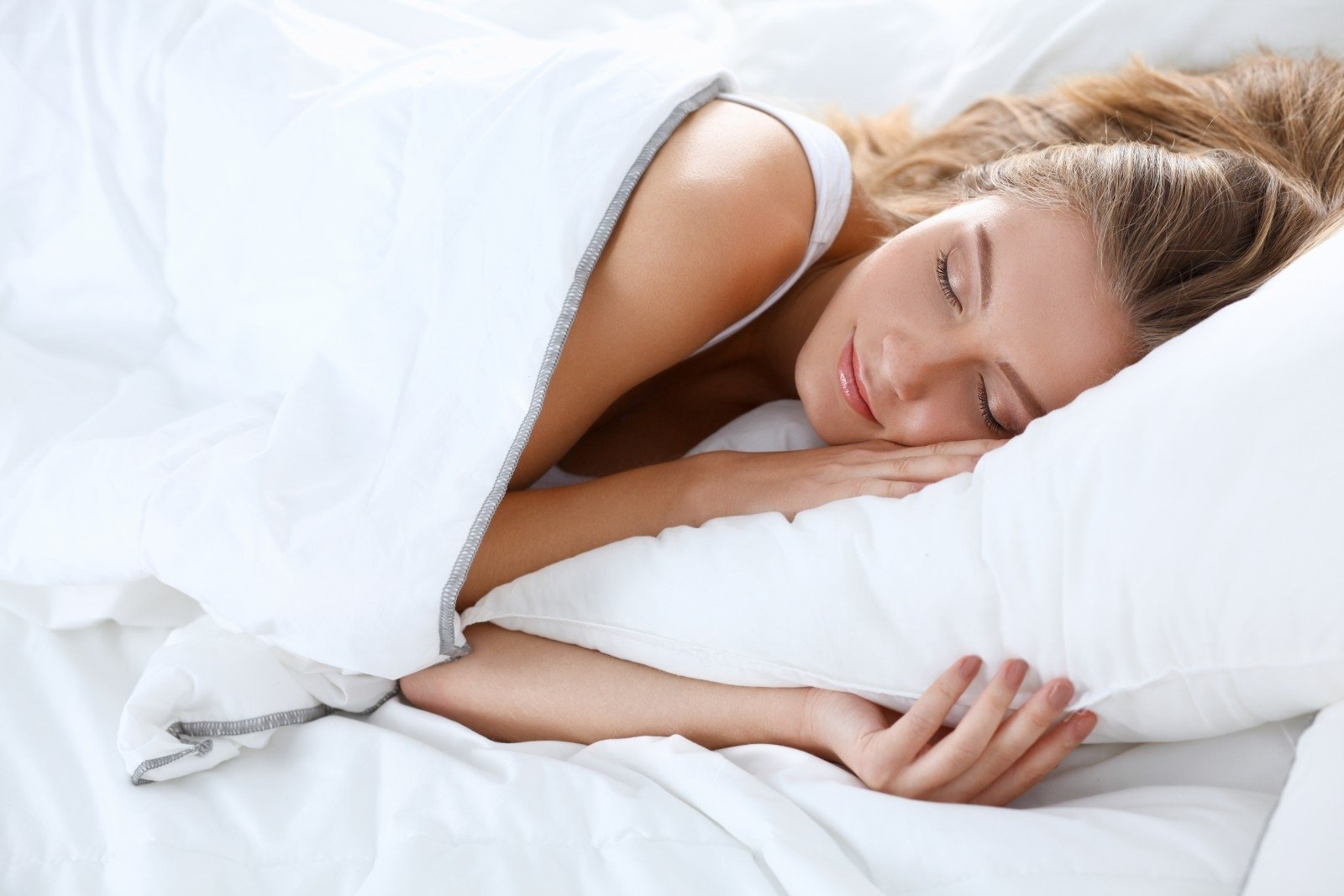Сонник дмитрия и надежды зимы: появление во сне кровати намекает на необходимый перетрудившемуся сновидцу отдых.
