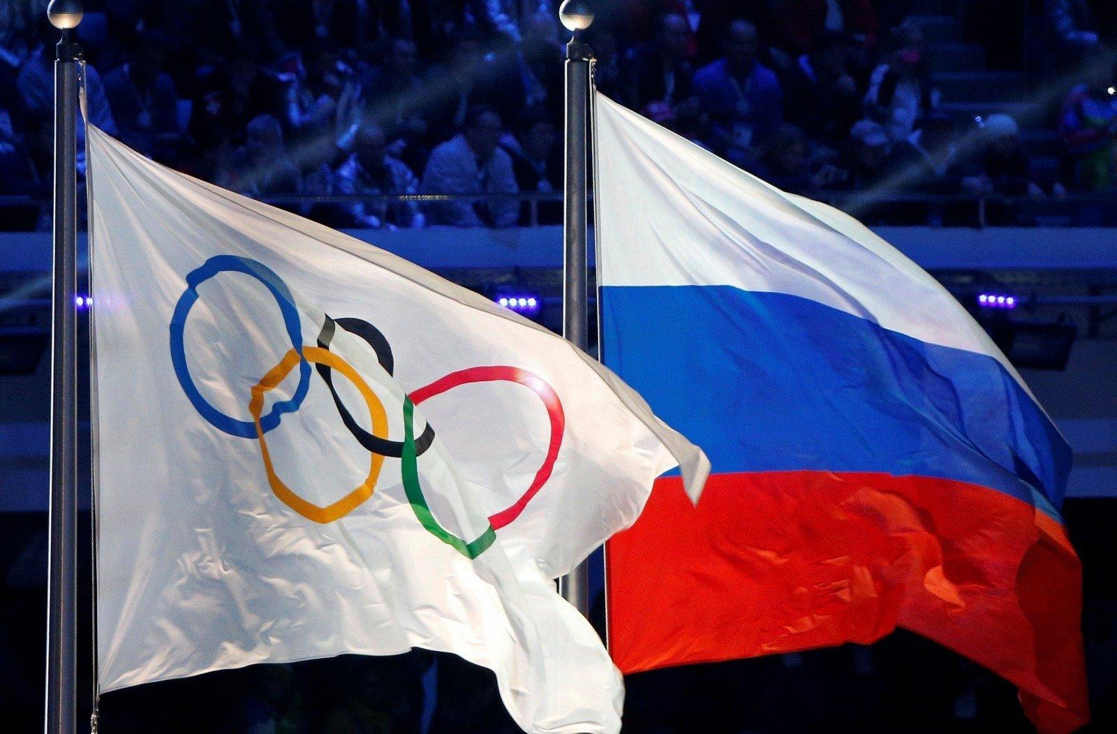 ВОлимпийской деревне вРио посрывали флаги Российской Федерации