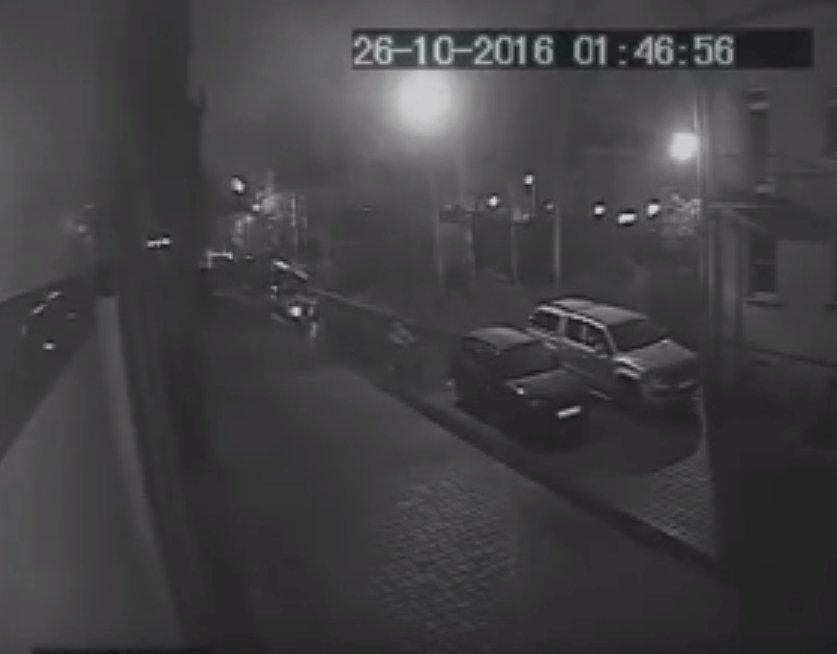 ВПетербурге неизвестные забросали «коктейлями Молотова» офисное сооружение