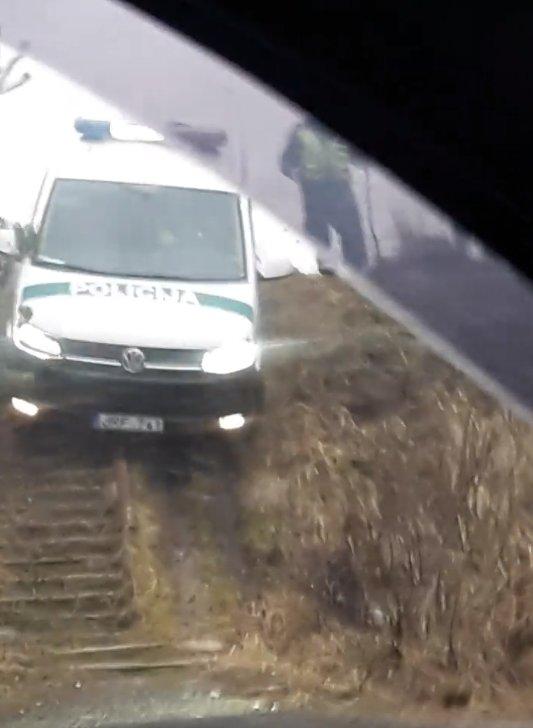 """Uteną drebino policijos sirenos – mieste ir jo prieigose pareigūnai persekiojo vogtą """"Audi"""""""