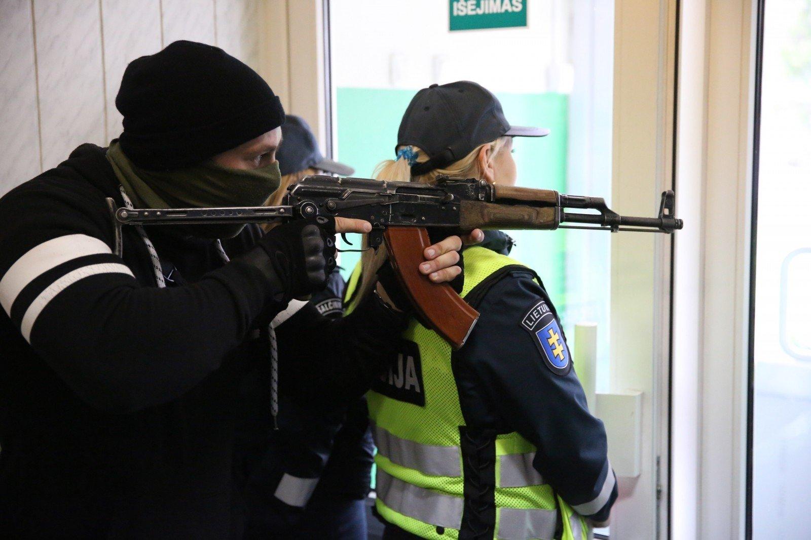 Литовцы провалили учения поборьбе с«зелёными человечками»