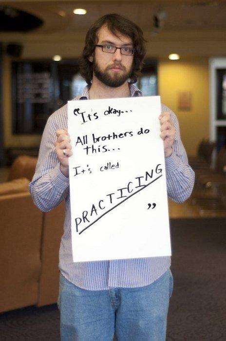 """""""Visi broliai tą daro..."""": <span style=""""color: #c00000;"""">atviri seksualinę prievartą</span> patyrusių vyrų pasakojimai"""