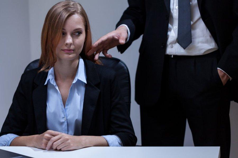 Сексуальные отношения между начальником и секретаршей этом