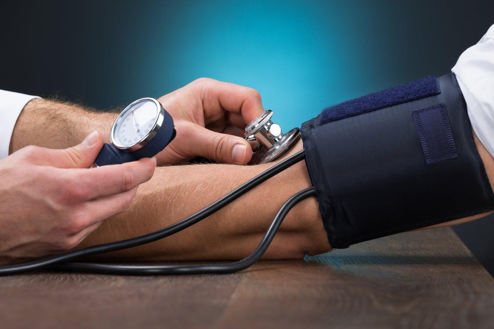 kuris gydo kraujagyslių hipertenziją hipertenzijos dietos gydymas