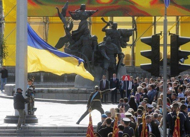Порошенко поблагодарил глав оборонных ведомств запомощь вподготовке парада