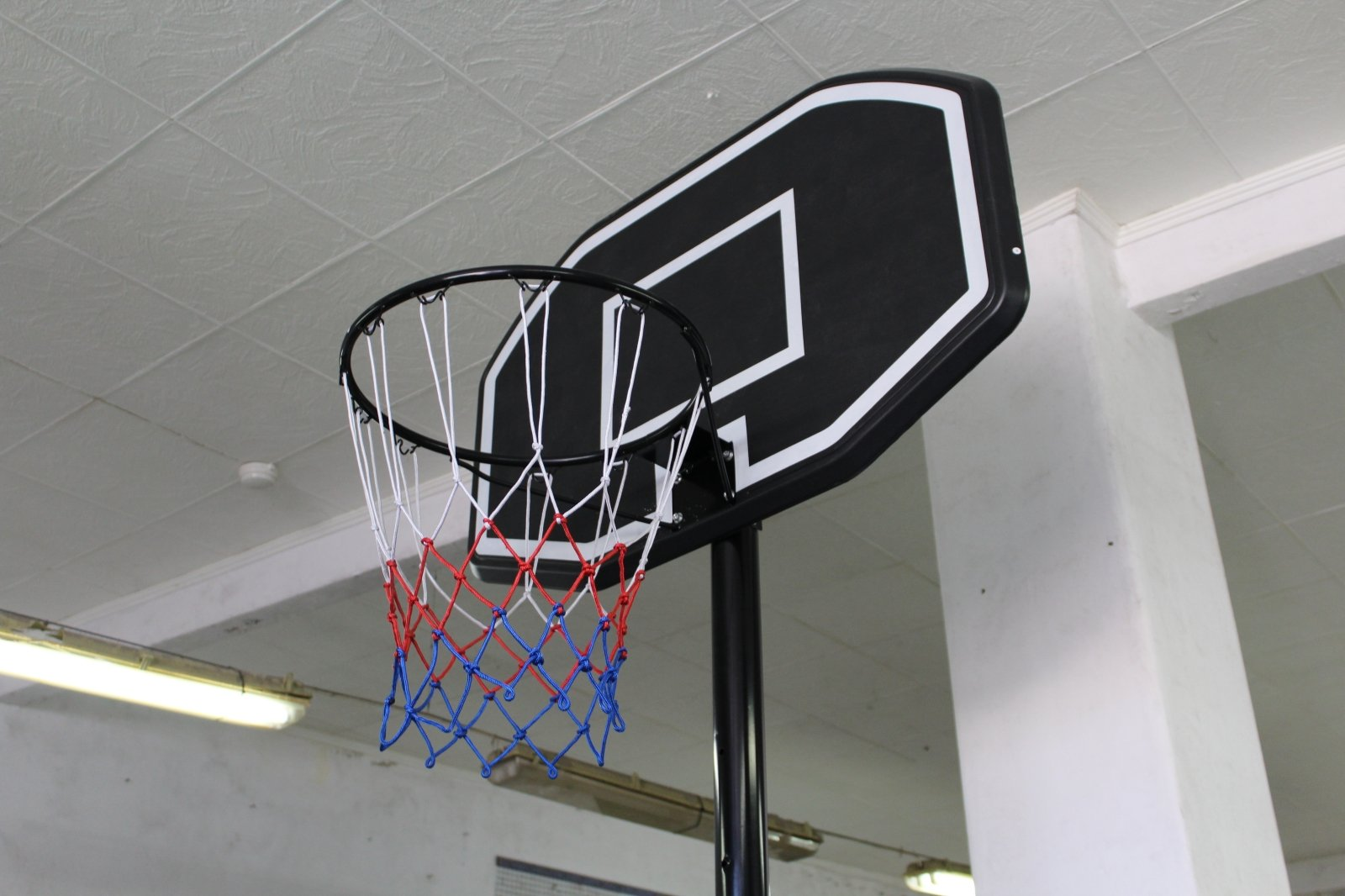 A basketball hoop with a net  Description automatically generated with low confidence